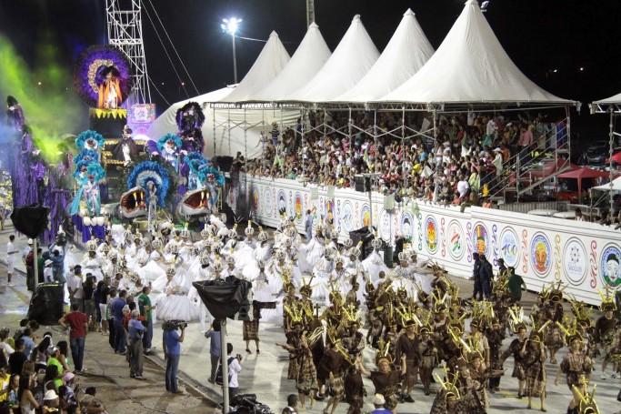 Desfile das escolas de samba de São Luís