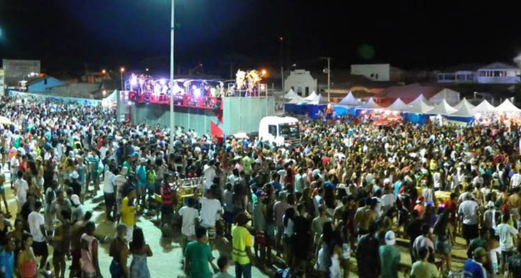 Verão em Conceição da Barra-ES, tem shows e festa religiosa